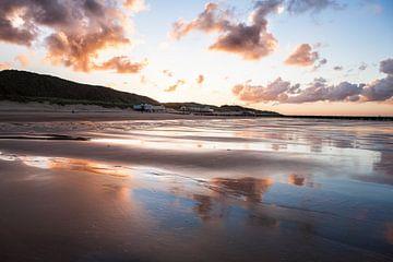 Weerspiegeling op het strand in Zeeland. Wout Kok One2expose van