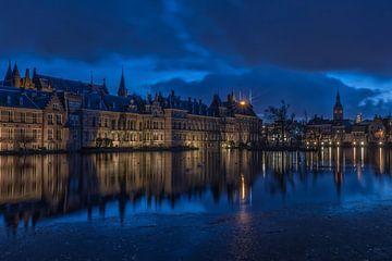 Hofvijver Den Haag, in het blauwe uurtje van Renate Oskam
