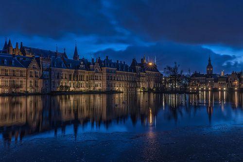 Hofvijver Den Haag, in het blauwe uurtje van
