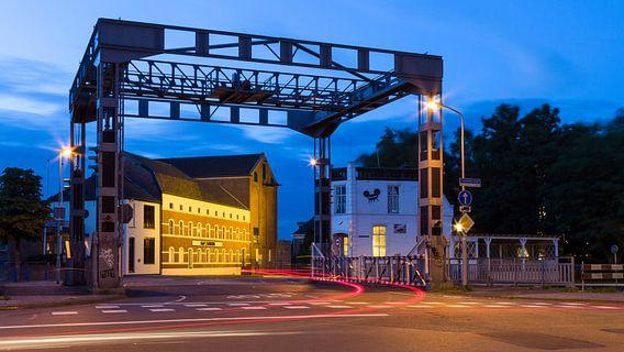 Hefbrug Eindhovenskanaal en DAF museum