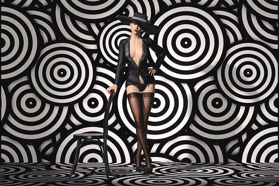 Verleidende Striptease in Zwart-wit
