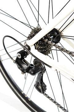 Rennrad Detail Kettenschaltung in weiß mit schwarzen und grauen Details von Sjoerd van der Wal