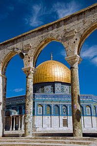 al aqsa mosk in jerusalem with golden dome and blue sky,