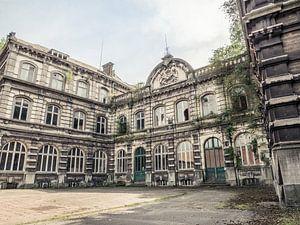 Abgelaufenes Universitätsgebäude in Belgien