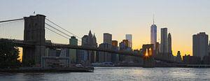 Zonsondergang gezien door Brooklyn Bridge van