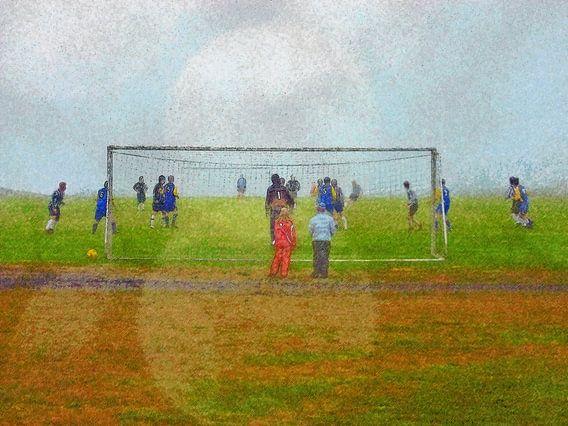 Voetbal in Djupivogur, IJsland van Frans Blok