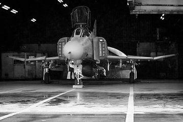 F-4 Phantom dans le hangar