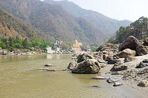 De heilige rivier de Ganges in India bij Laxman Jhula