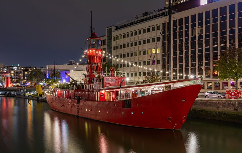 Het Lichtschip Vessel 11 in de Wijnhaven in Rotterdam van MS Fotografie | Marc van der Stelt