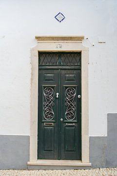 De deuren van Portugal  groen met krul elementen nummer 4 van Stefanie de Boer