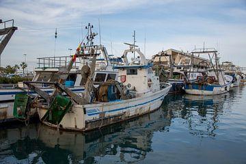 Bateaux de pêche dans le port de Denia à Alicante, Espagne sur Joost Adriaanse