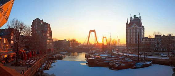 Zonsopkomst oude haven in de sneeuw te Rotterdam van Anton de Zeeuw