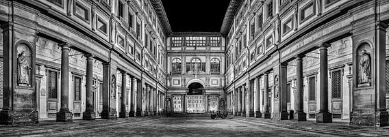 Uffizi gallery Florence at night in Black and White II van Teun Ruijters