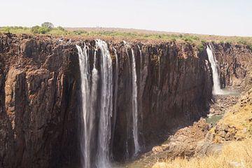Droge tijd bij de Victoria watervallen van Erna Haarsma-Hoogterp