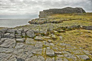 Dún Aonghasa het grootste prehistorische stenen fort op Inishmore op de Aran-eilanden van Tjeerd Kruse