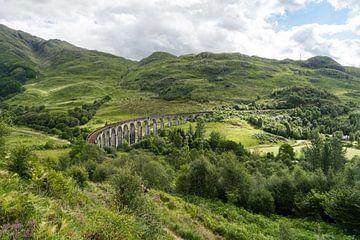 Zicht op het viaduct van Glenfinnan van Floris van Woudenberg