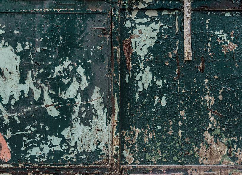Roestige deuren van Ans Bastiaanssen