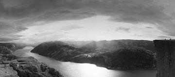Preikestolen Norwegen in Schwarz und Weiß von Marloes van Pareren