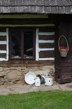 Boerderijraam met emaille potten en pannen, Tsjechie van