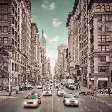 NEW YORK CITY 5th Avenue verkeer | stedelijke vintage stijl van Melanie Viola