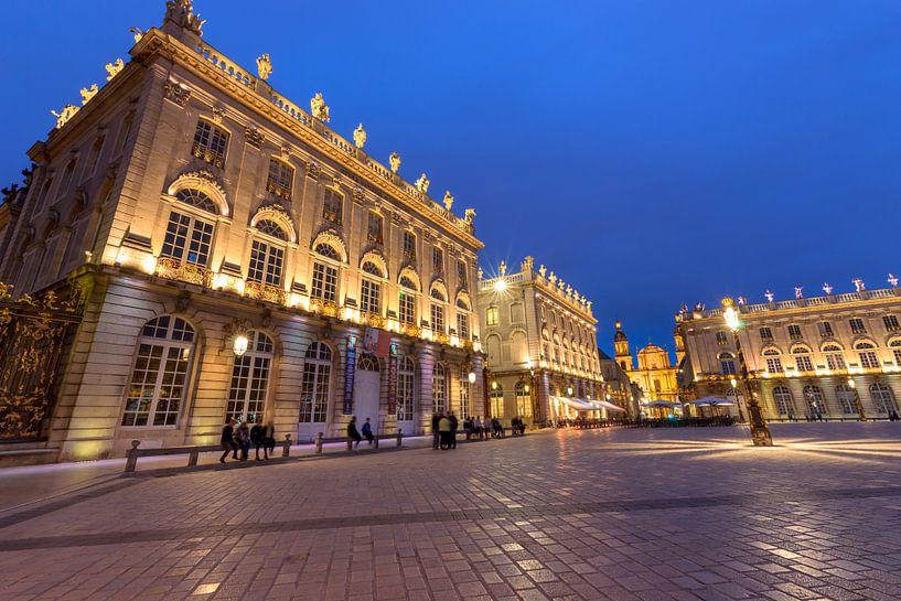 La Place incroyablement belle et impressionnante à Nancy la nuit sur Fotografiecor .nl