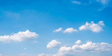 Blauer Himmel mit Wolken von Günter Albers