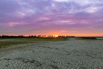 Sonnenuntergang und Dürre von T de Smit