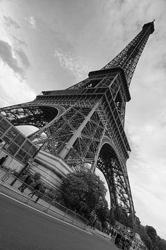 De Eiffeltoren in groothoek van Sean Vos