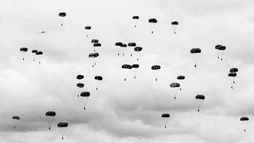 Parachutistes sur Cor Ritmeester