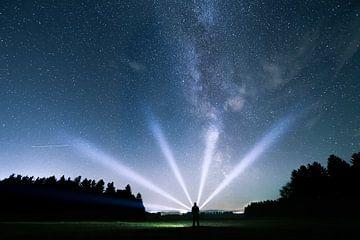 Lichtstrahlen und Milchstraße von Oliver Henze