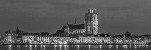 Panorama Grote Kerk in Dordrecht in zwart-wit - 1 van