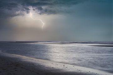 Onweer aan strand van Wendy Tellier - Vastenhouw