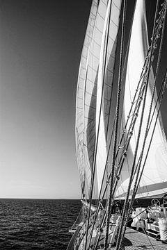 Blick von einem großen Segelboot von Robin Scholte
