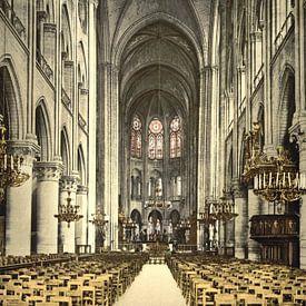 Interieur van de Notre Dame van Vintage Afbeeldingen