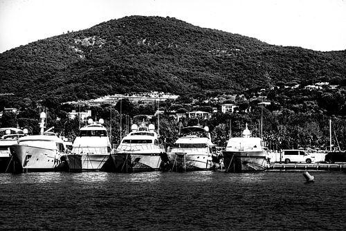 Zwart-wit foto van port Grimaud