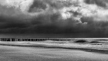 Bedrohliche Luft auf See von Marije Zuidweg