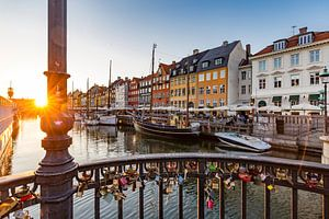 Liefdessloten aan een brug in Nyhavn