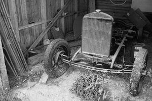 Oude auto in Noorwegen van Rob van Dam