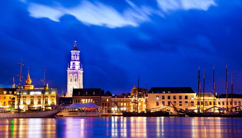 Kampen aan de IJssel in het blauwe uur van Rudmer Zwerver