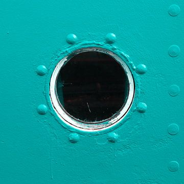 Porthole: Blue as the sea von