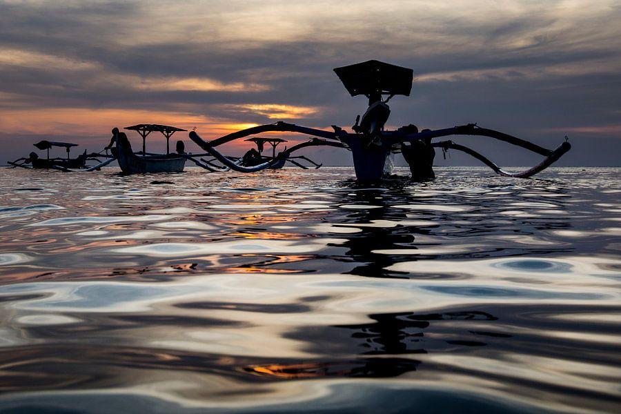 Traditionele Balinese bootjes (Jukung) bij zonsondergang