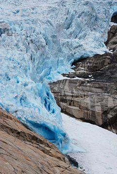 Gletsjer Briksdalsbreen Noorwegen van Margreet Frowijn