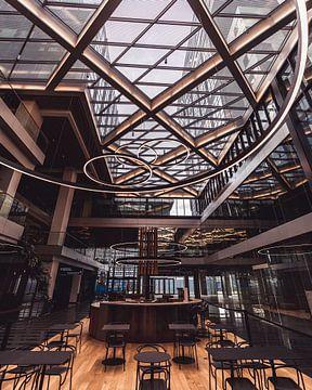 Architectuur dak en bistro leeg van Jonai