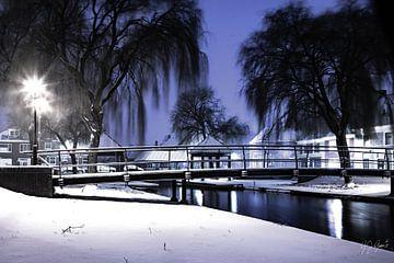 stadsgezicht klundert in de sneeuw van Gert Jan Geerts
