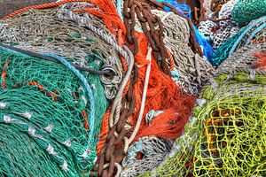 Afgedankte visnetten op de viskade van