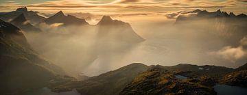 Mountains around Mefjorden van Wojciech Kruczynski