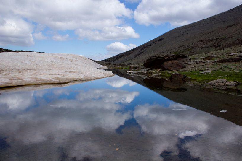 Cloud Reflection van Cornelis (Cees) Cornelissen