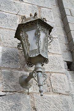 Lamp aan kerk op Lesbos