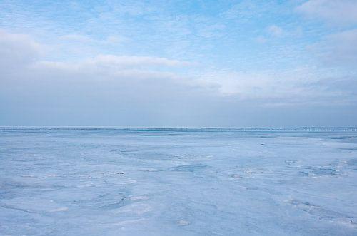 Bevroren Waddenzee 2 van Bo Scheeringa