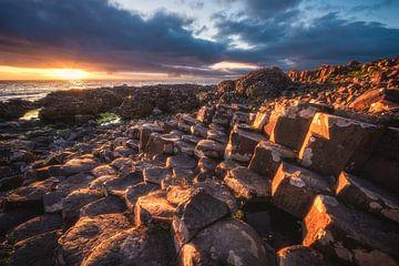 Nordirland Giant's Causeway Sonnenuntergang von Jean Claude Castor